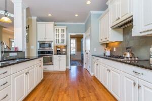 3808 Crimson Clover Kitchen 2